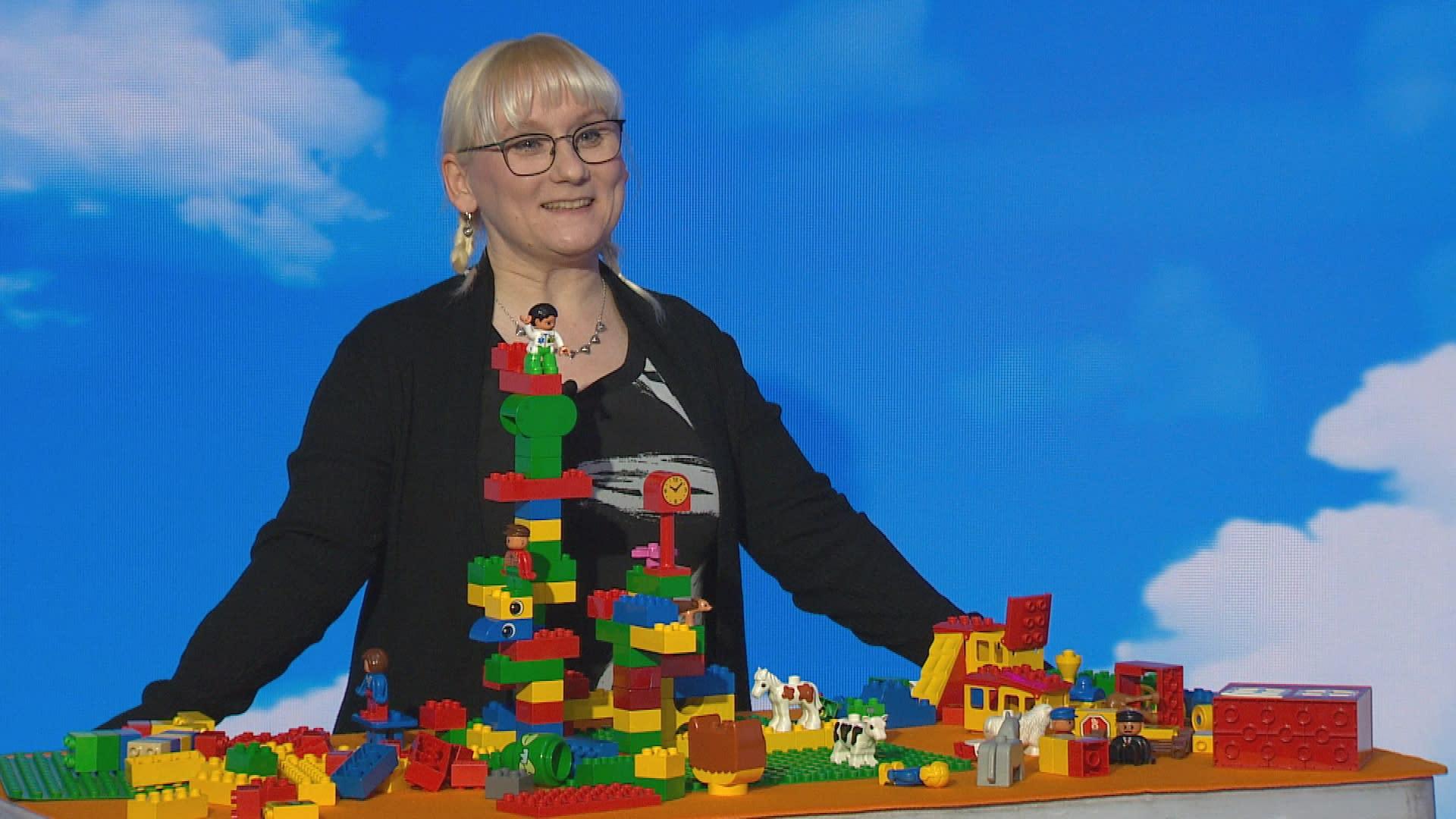 Apulaisprofessori Pauliina Ilmonen Puoli seitsemän -ohjelman vieraana.