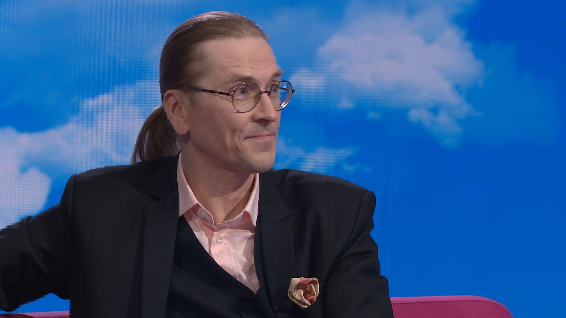 """Tutkimusjohtaja Mikko Hyppönen: Kun kännykkäsovellus kysyy """"haluatko löytää täältä kaverisi"""", kannattaa miettiä vastaako kyllä"""