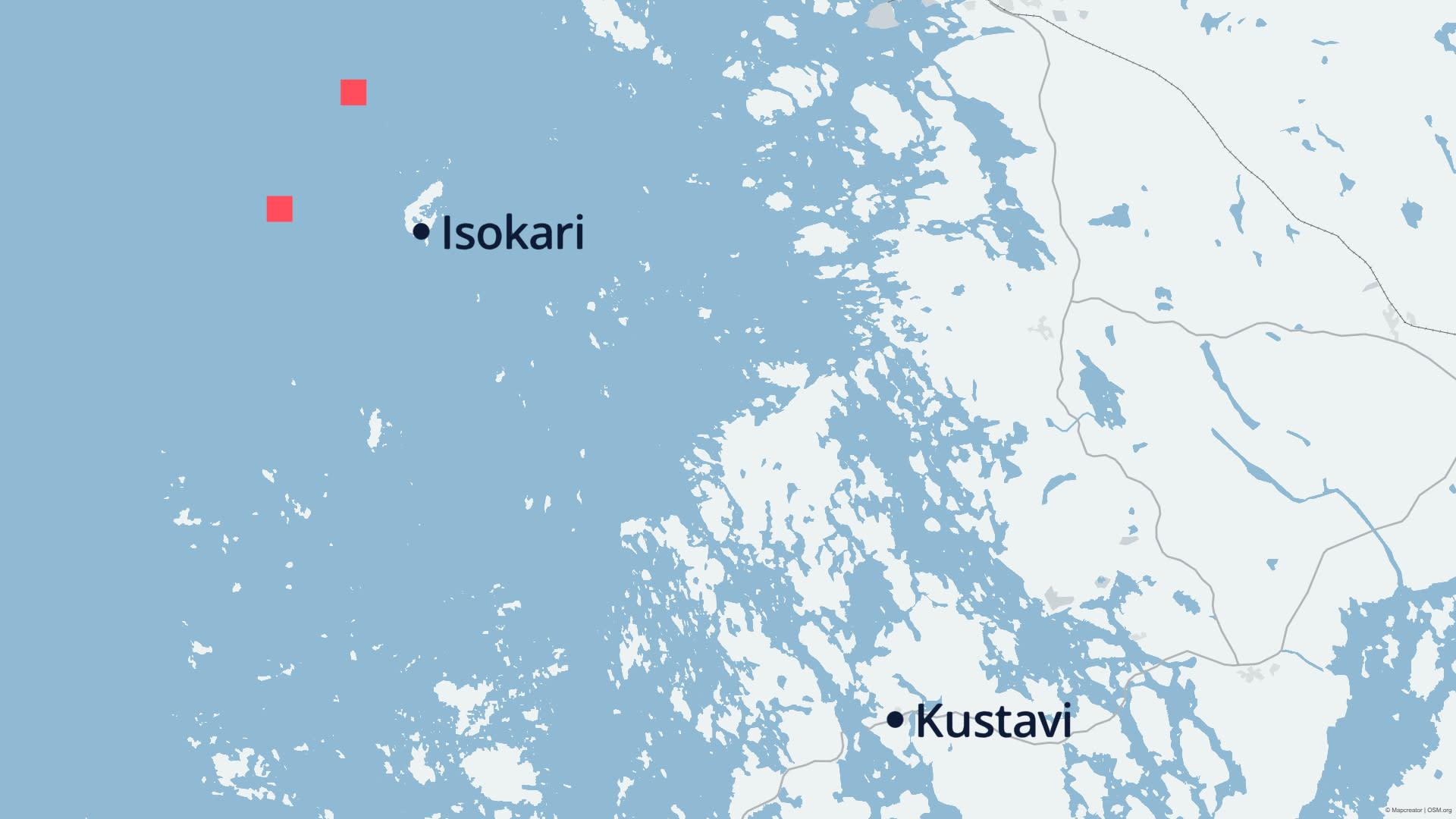 Kartassa näkyy, mihin Metsähallitus on suunnitellut kalankasvatuslaitoksia. Karttaan on merkitty kaksi vaihtoehtoista paikkaa, joista toinen sijaitsee Isokarin länsipuolella, toinen luoteispuolella.