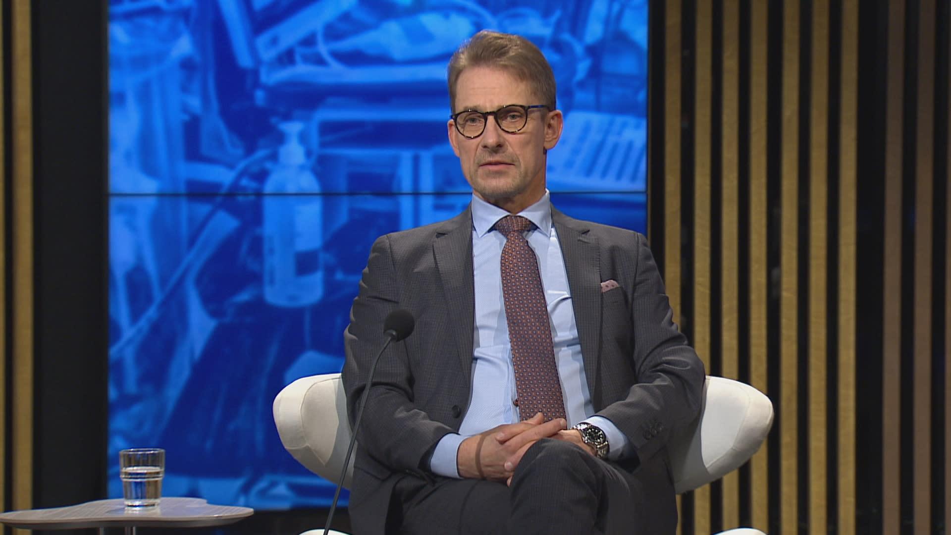 HUSin v.s johtajaylilääkäri Jari Petäjä A-Talkissa.