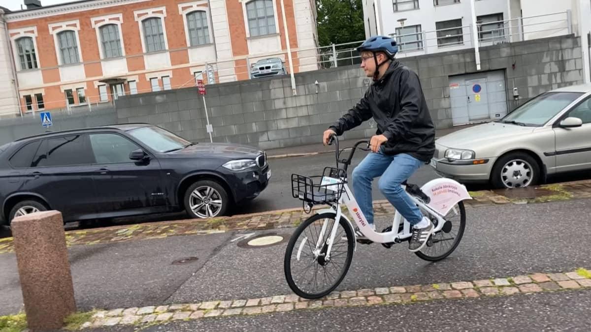 Uudella Juro-kaupunkipyörällä voisi periaatteessa ajaa vaikka Lappiin
