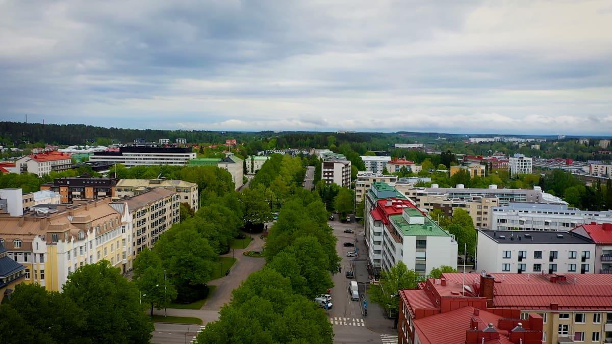 Ilmakuva Lahden keskustasta kesällä.