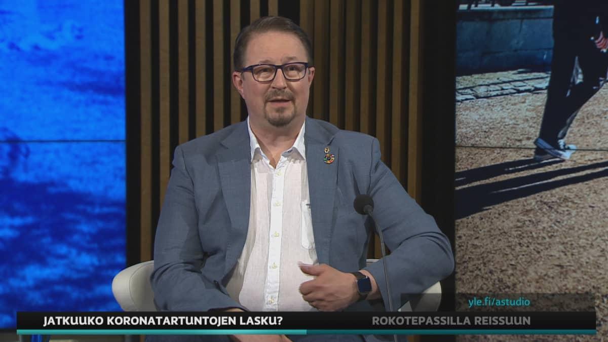 THL:n terveysturvallisuusjohtaja Mika Salminen A-studiossa.