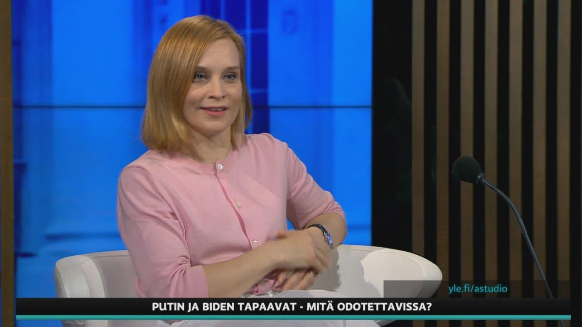 Ulkopoliittisen instituutin vanhempi tutkija Sinikukka Saari A-studiossa.