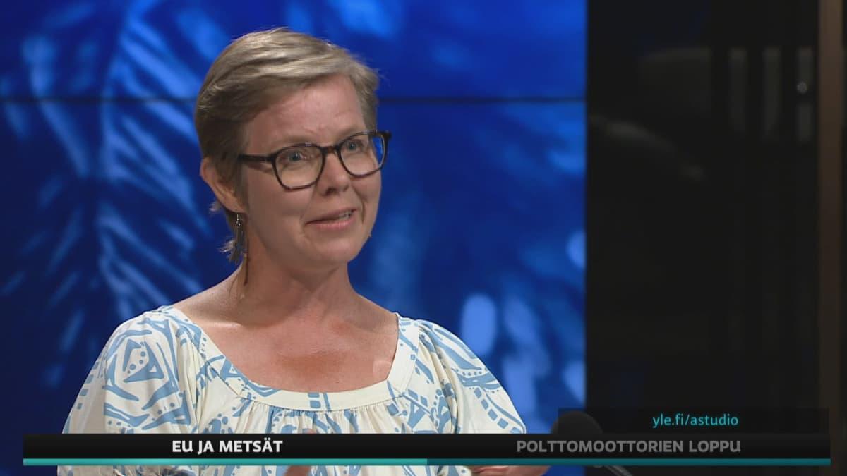 Ympäristöministeri Krista Mikkonen (vihr.) A-studiossa.