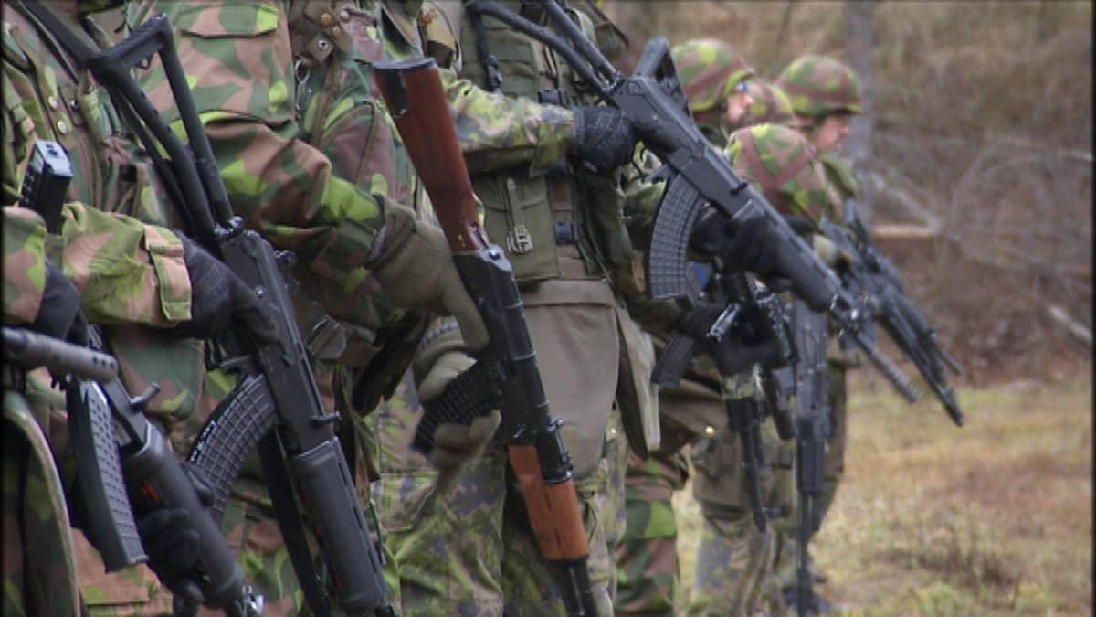 Ukrainan sota on lisännyt vaatimuksia Suomen puolustuksen vahvistamisesta.