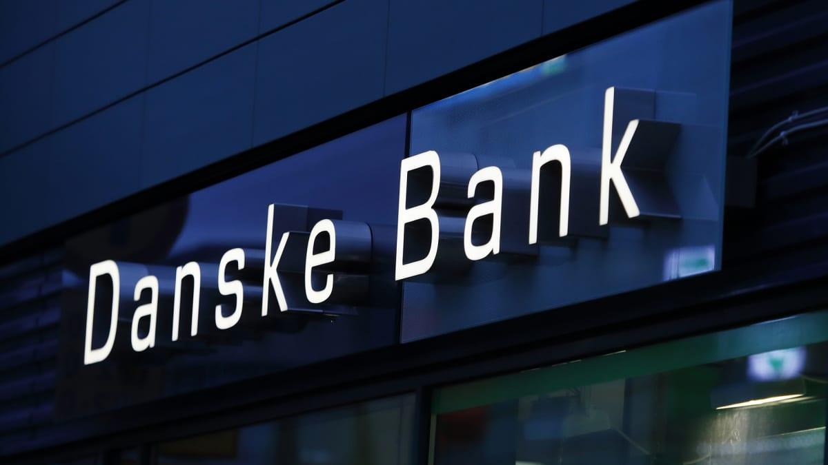 Kuvassa on Danske Bankin kyltti.