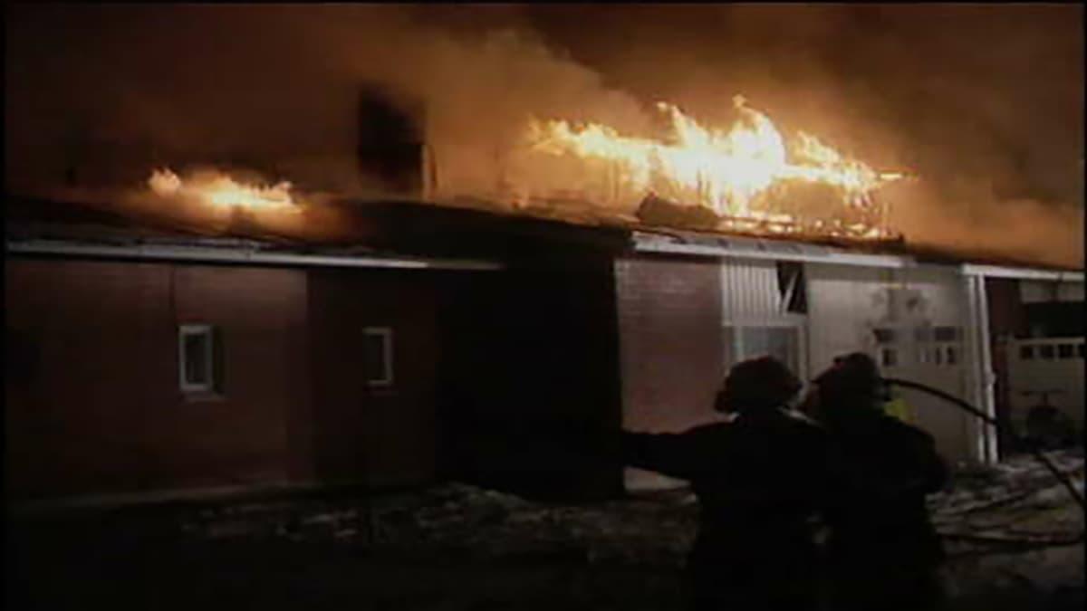 Maaningan palvelutalo Viljamin tulipalo joulukuussa 1999.