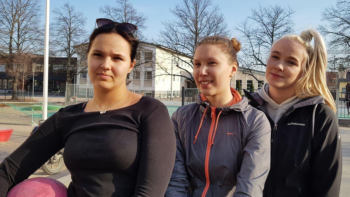 Saana Nordlund, Saana Kolehmainen ja Jatta Luostarinen