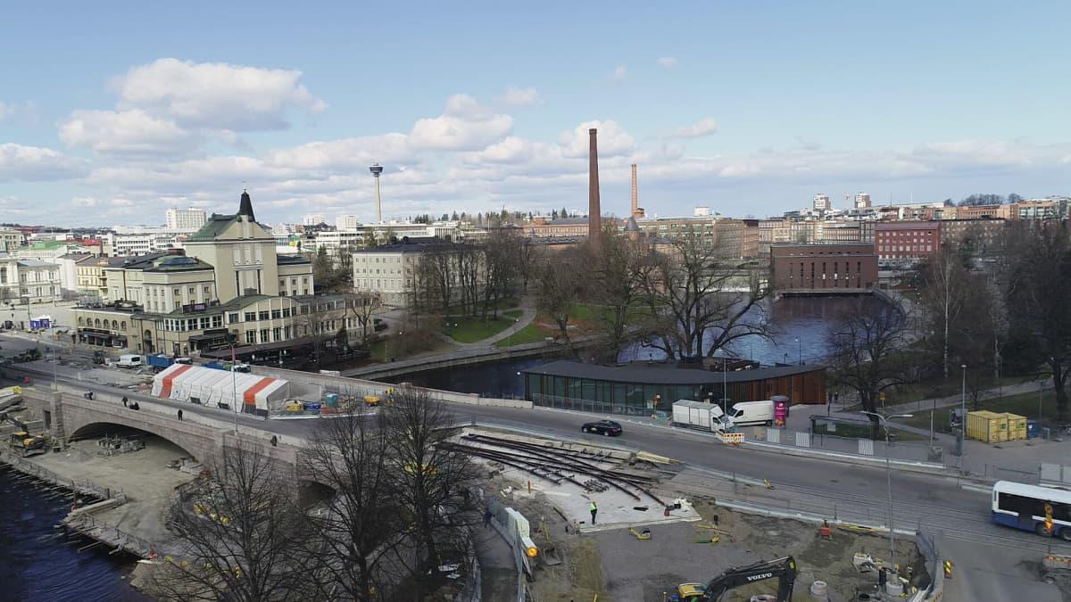Dronekuva Tampereen raitiotien Hämeenkadun rakennustyömaasta
