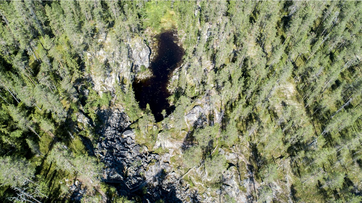 Hiidenportin kansallispuisto ylhäältä päin kuvattuna.