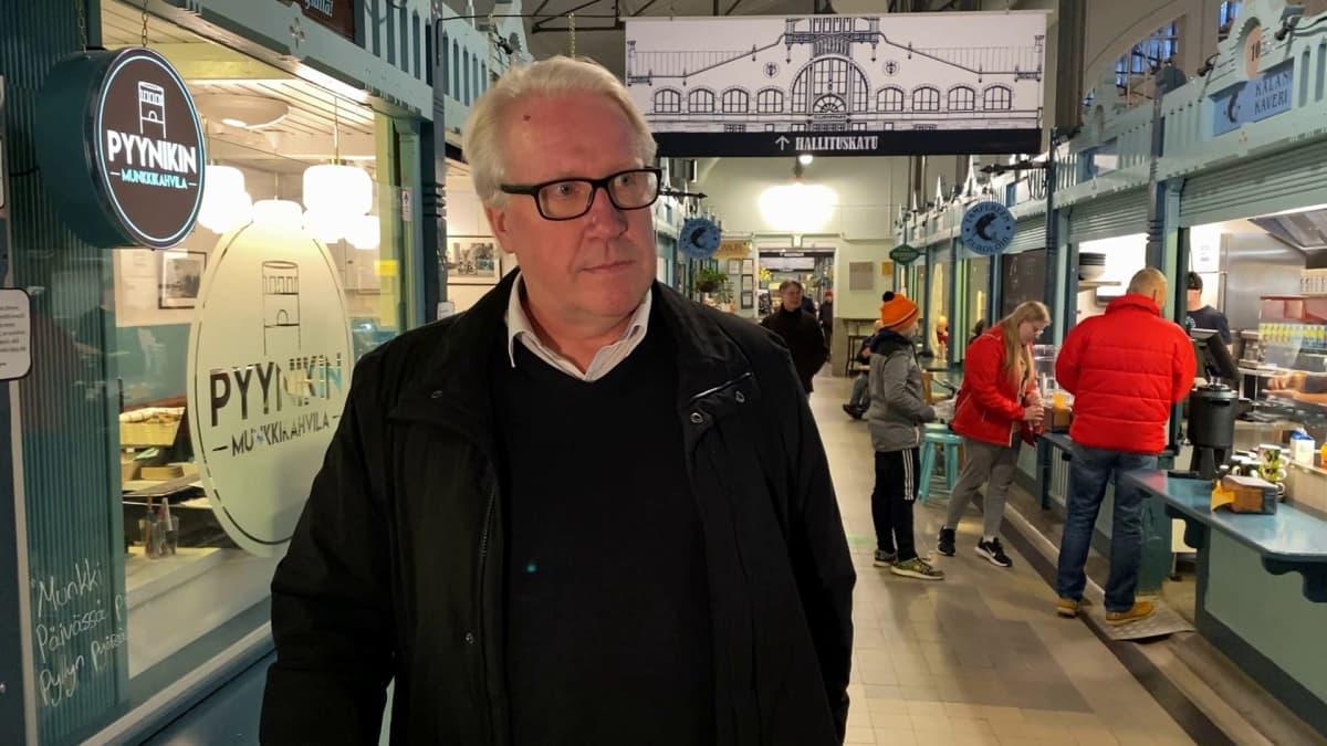 Veikko Vallin Tampereen kauppahallissa