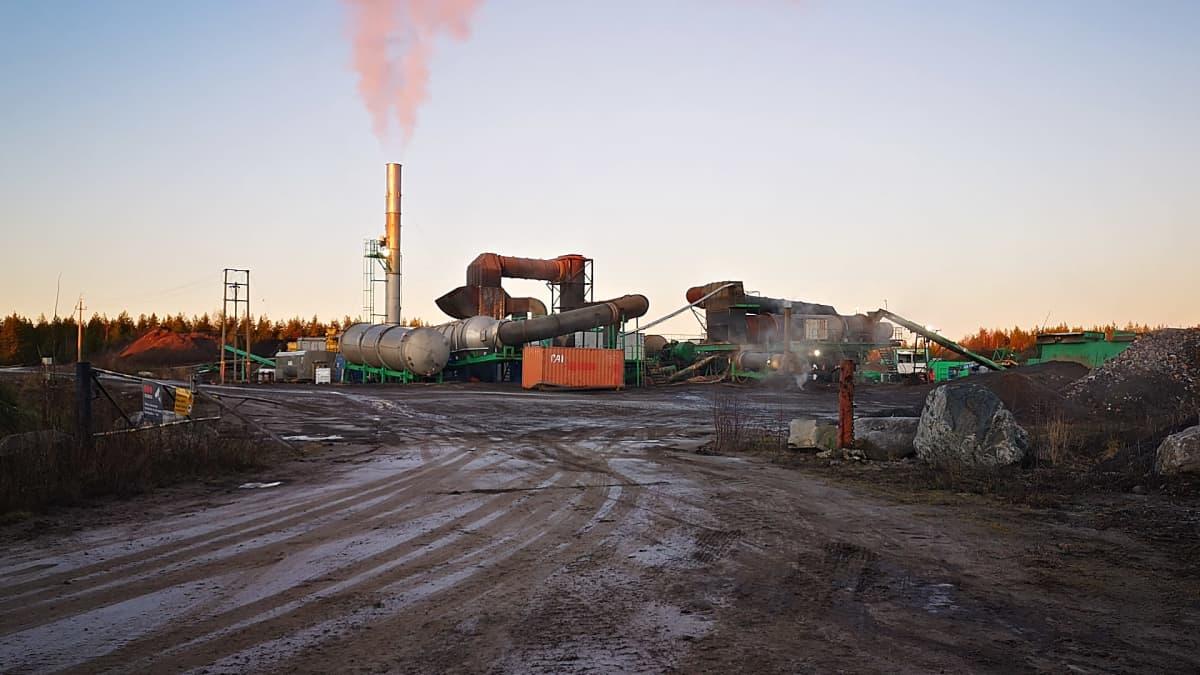 Savaterran Kemin Holstinharjulla sijaitseva pilaantuneita maita puhdistava laitos.
