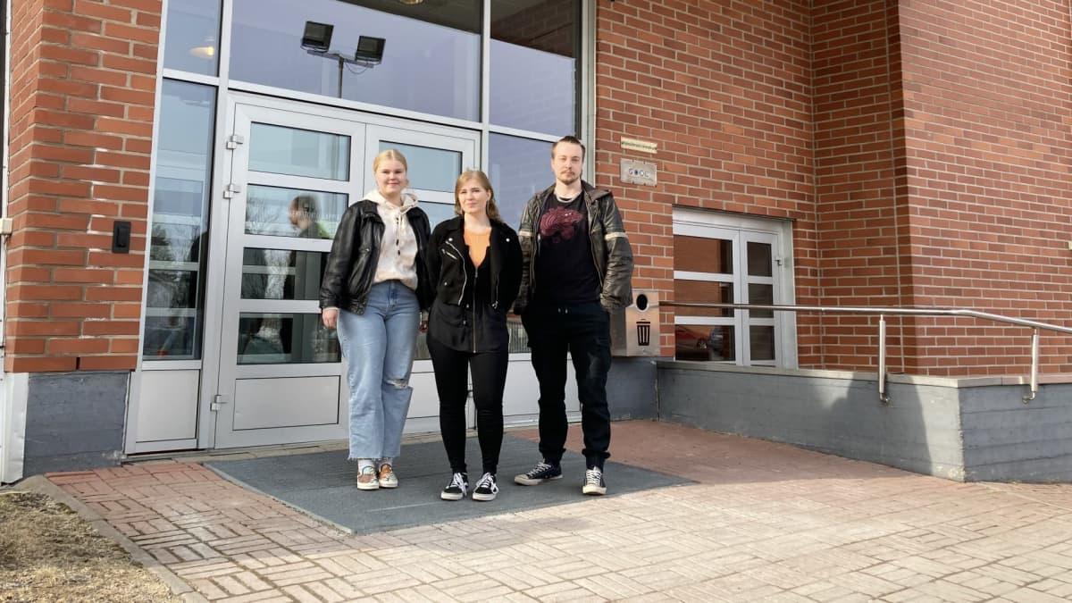 opiskelijoita Lappian ovella