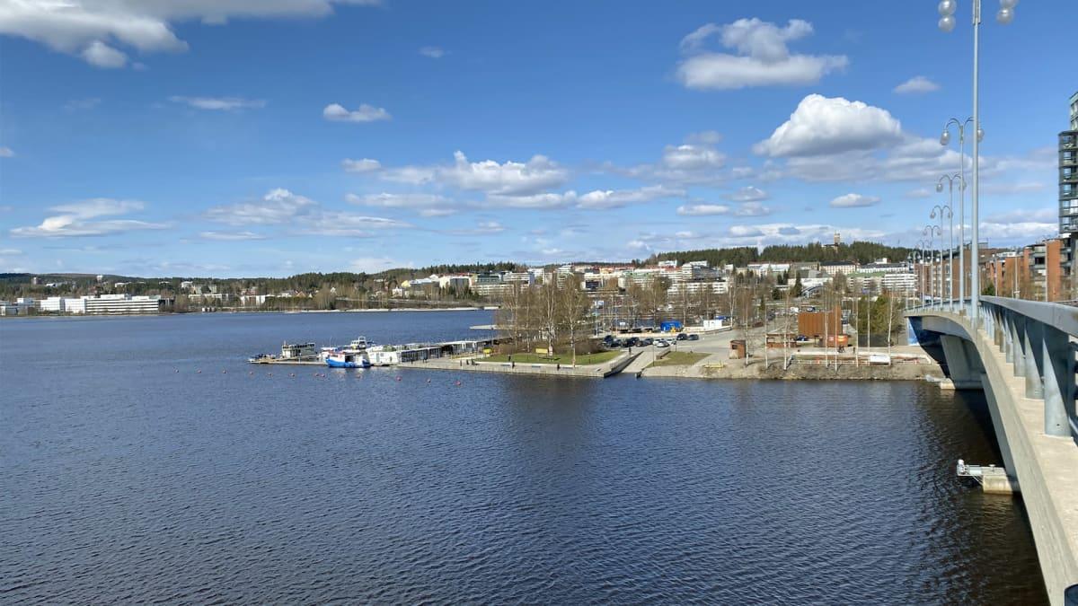 Jyväskylän satamankärki Kuokkalan sillalta nähtynä.