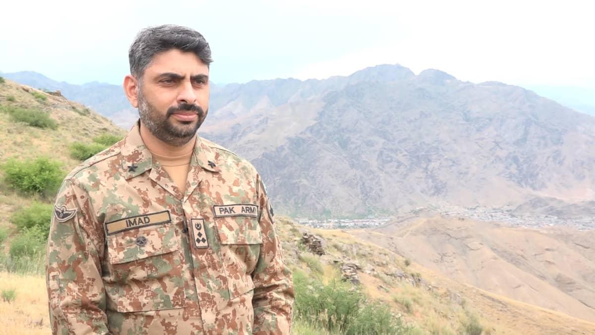 Pakistanin armeijan prikaatinkomentaja Imad Ud Din asepuvussa.