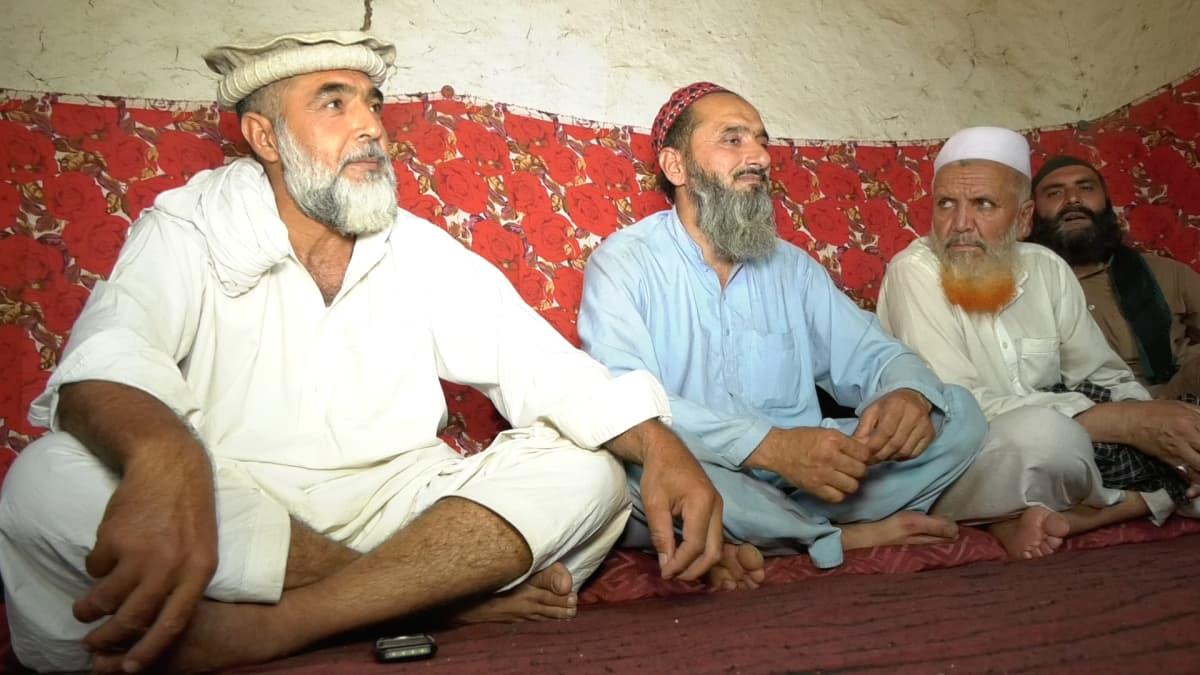 Miehiä pakolaisleirillä Pakistanin Islamabadissa.