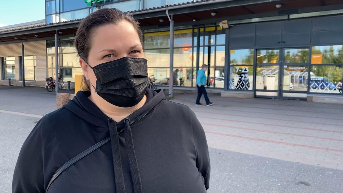 Mirka Helenius on luopunut kokonaan lompakon käytöstä.