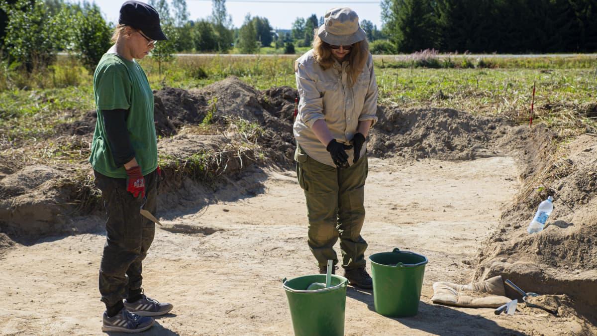 Arkeologit suunnittelevat kaivauksia Portaan kappelikaivannolla.
