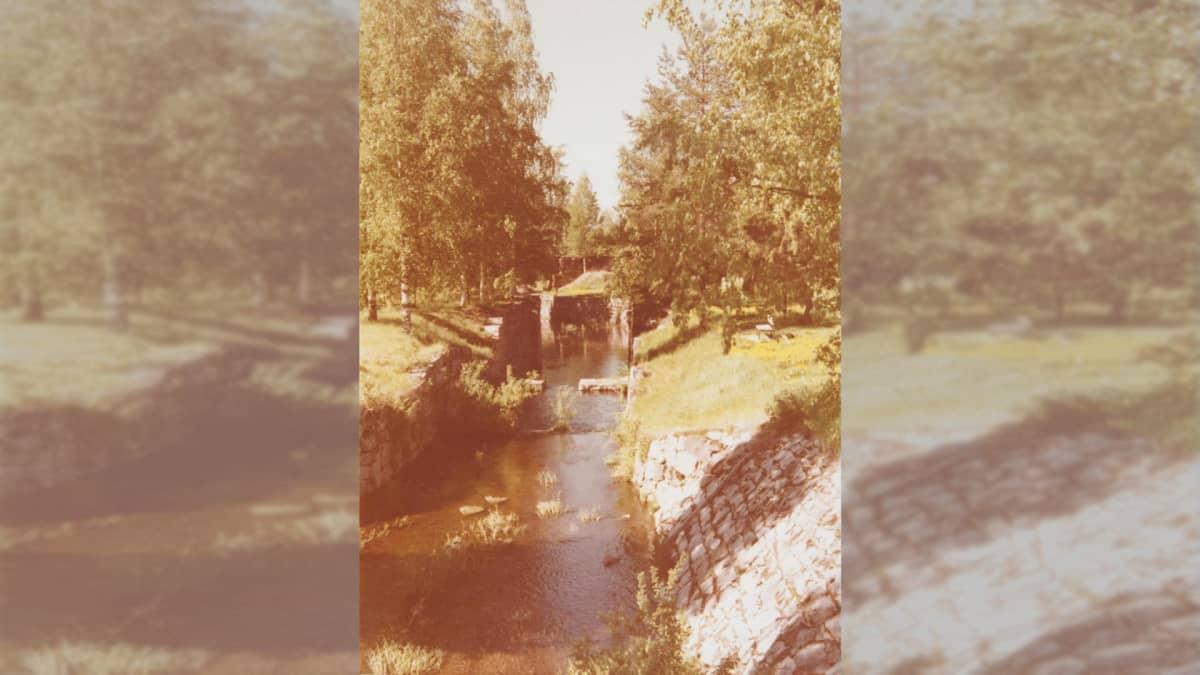 Valokuva kanavasta vuodelta 1974.