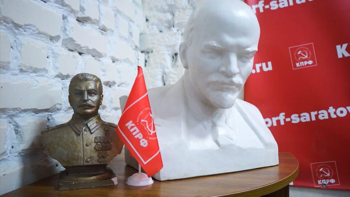 Josif Stalinin ja Vladimir Leninin patsaat
