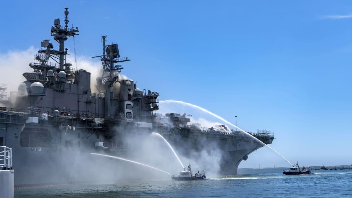 SS Bonhomme Richard -aluksen tulipaloa sammutettiin sunnuntaista lähtien. Nyt sammutusurakka on saatu päätökseen.