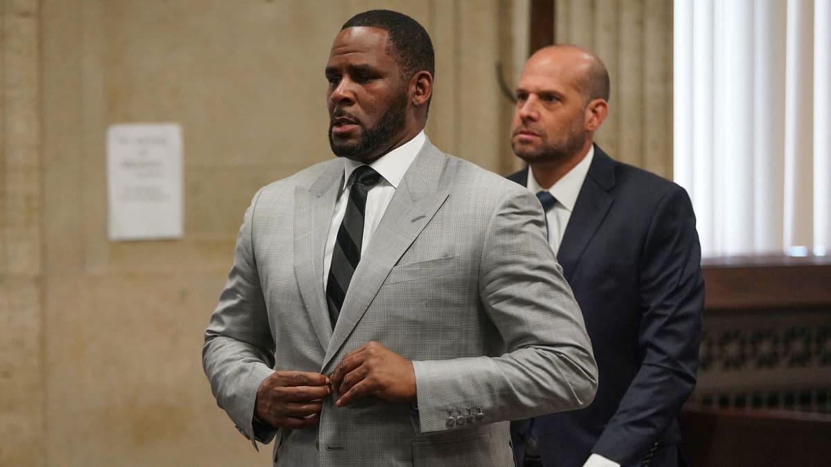 R. Kelly oikeudessa.