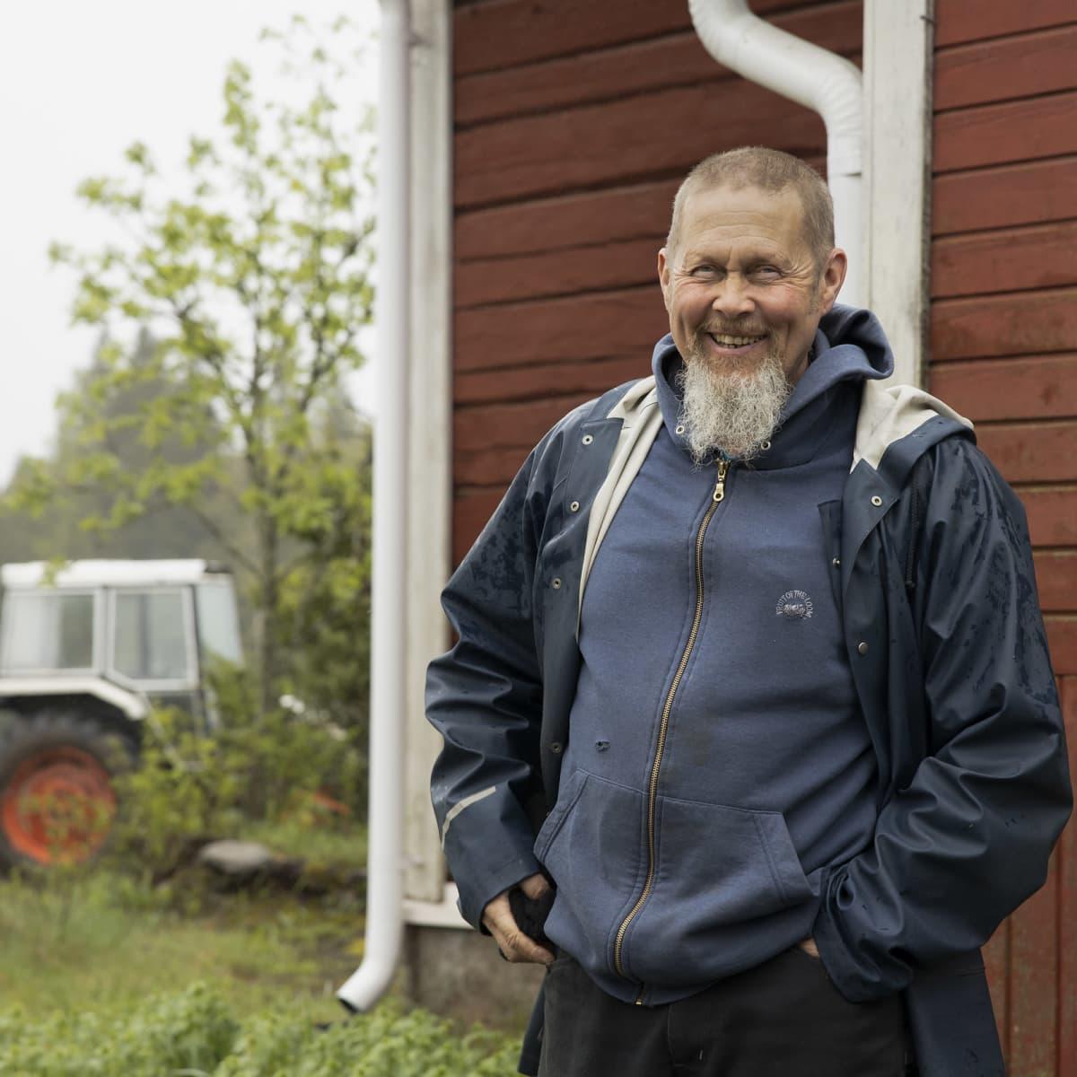 Markku Kankaanperä hymyilee.