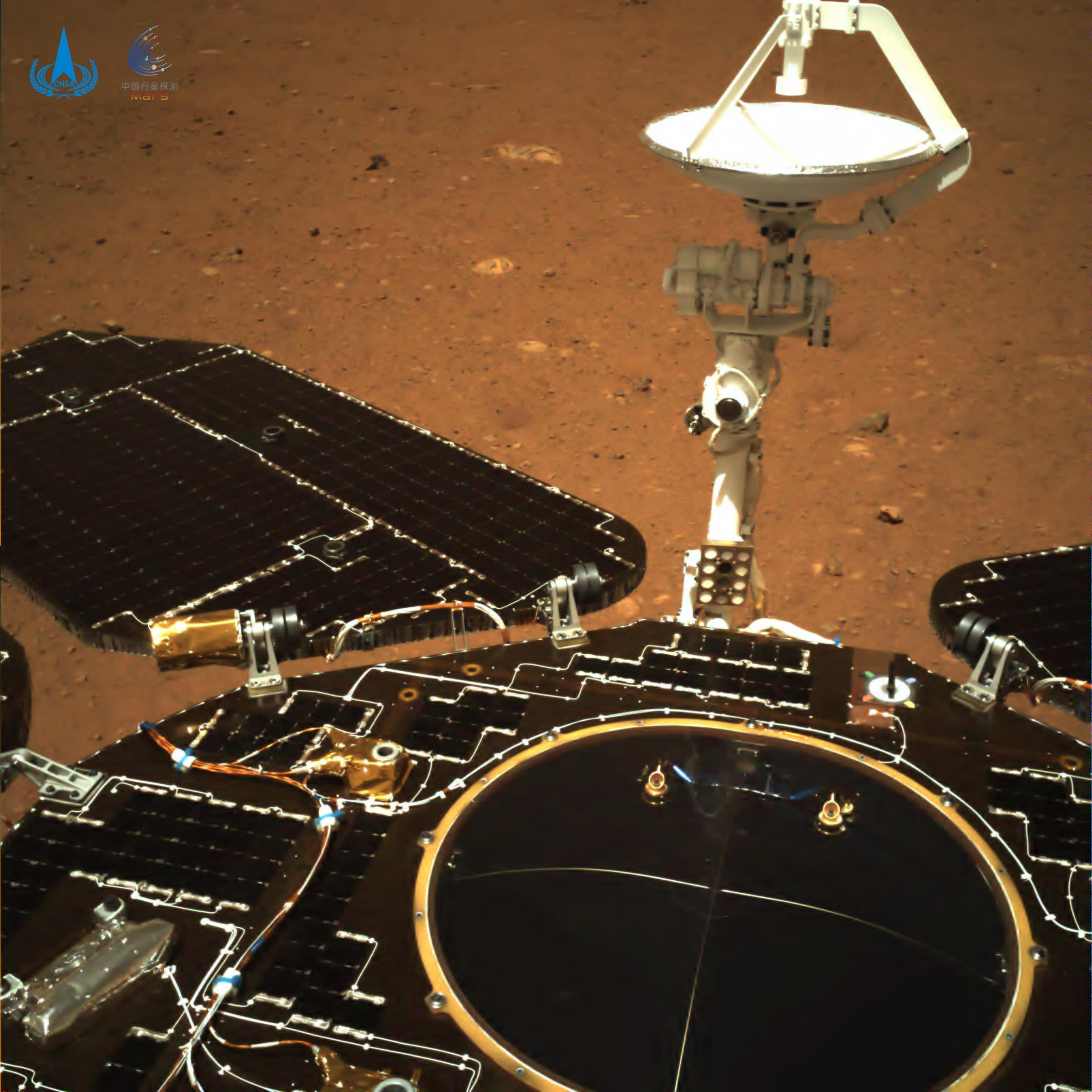 Kiinalainen Zhurong-mönkijä Marsissa.