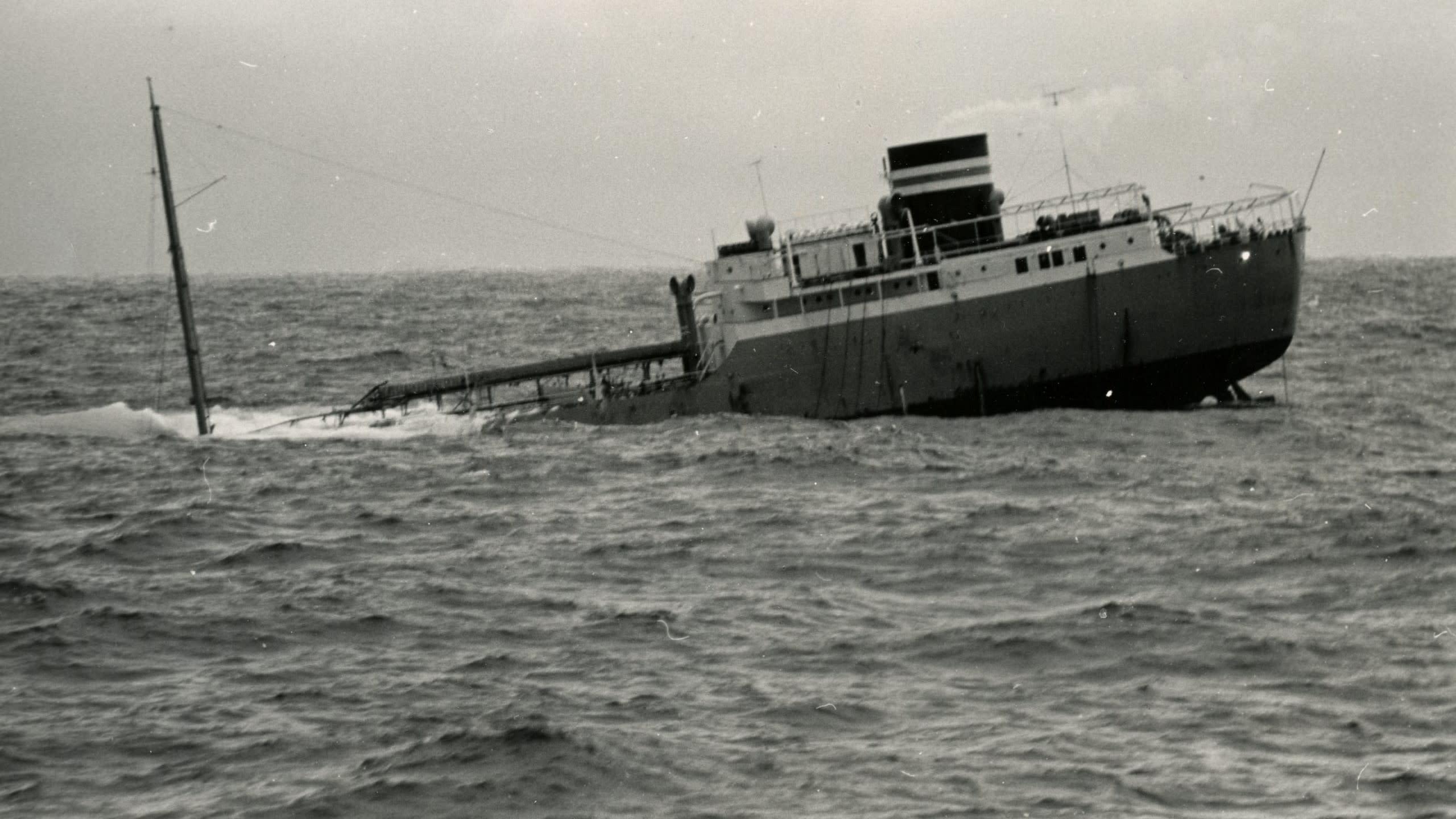 Öljylastissa kulkenut M/T Ragny upposi Atlantilla 50 vuotta sitten.