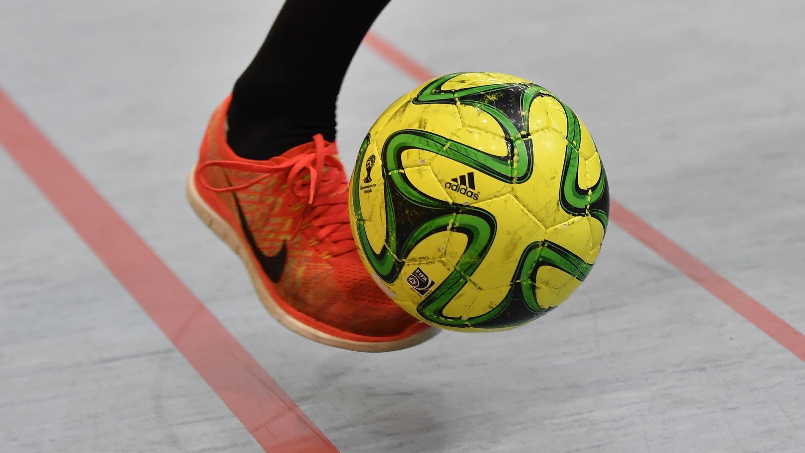 Jalka ja futsalpallo