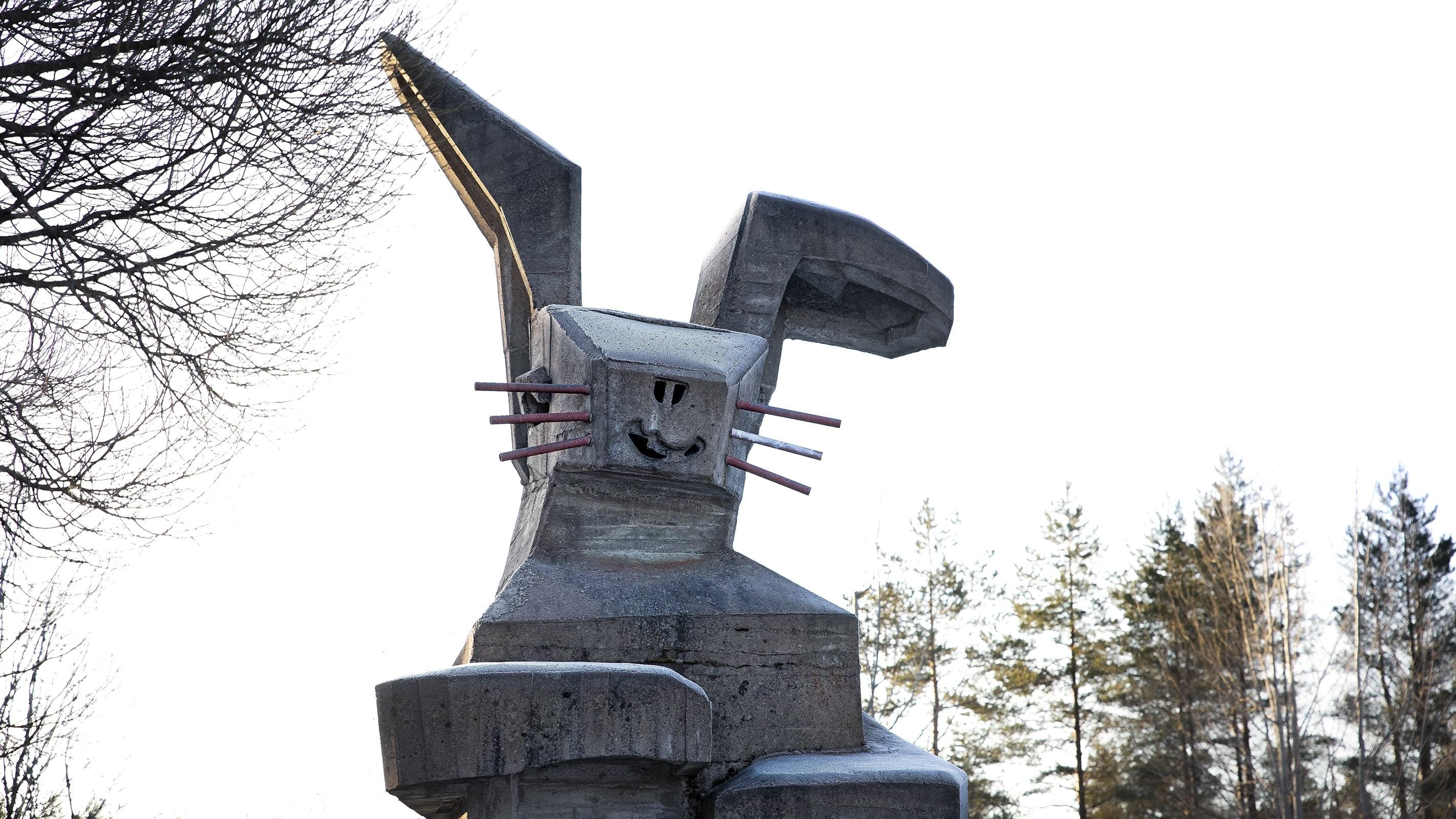 Helmer Selinin betonista valmistettu Pupumuori-patsas