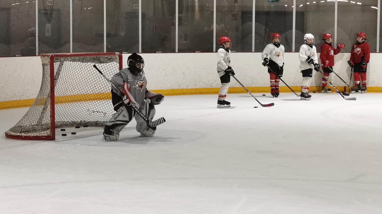 U11-ikäryhmän pojat harjoittelevat