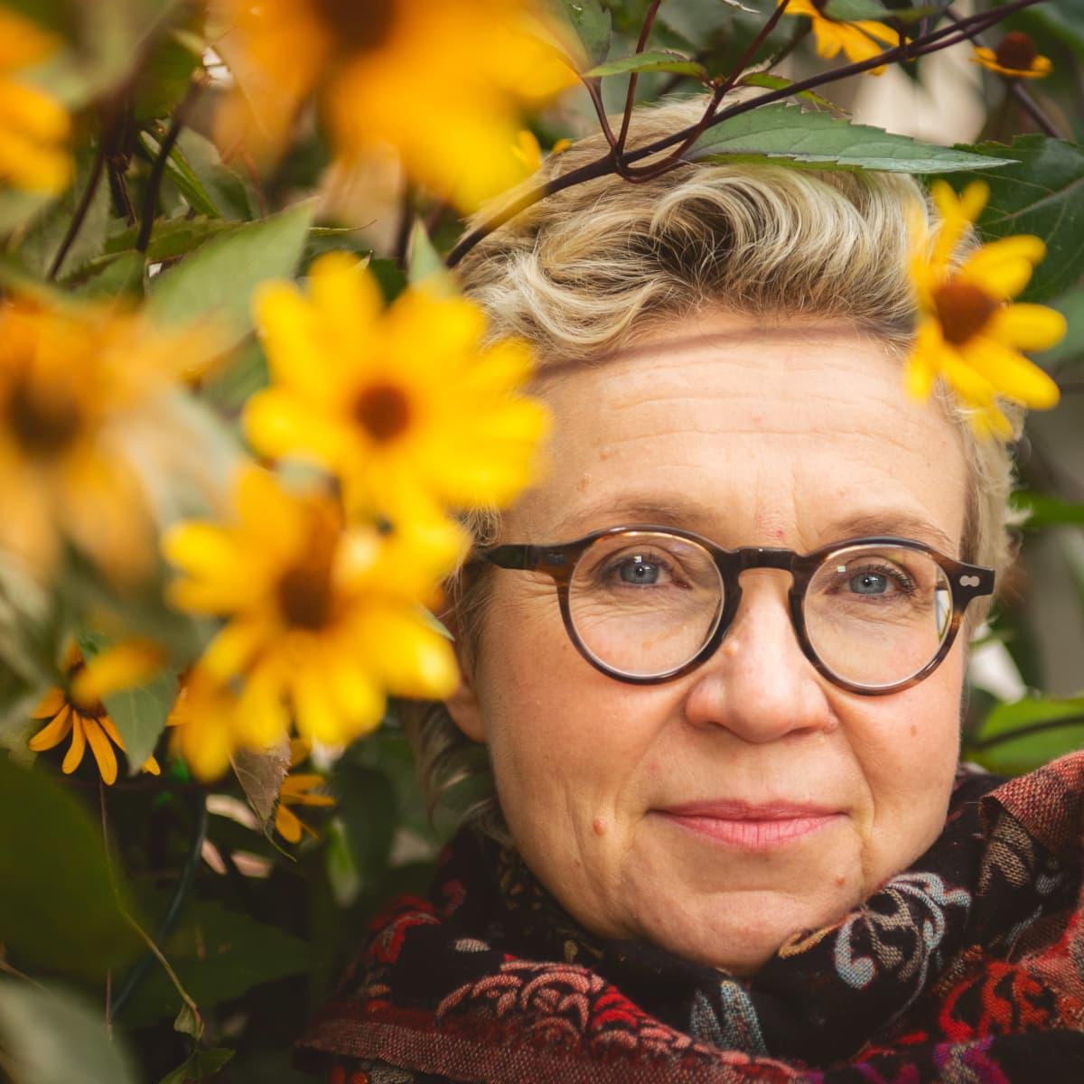 Sirpa Helena Kähkönen on suomalainen kirjailija ja suomentaja.