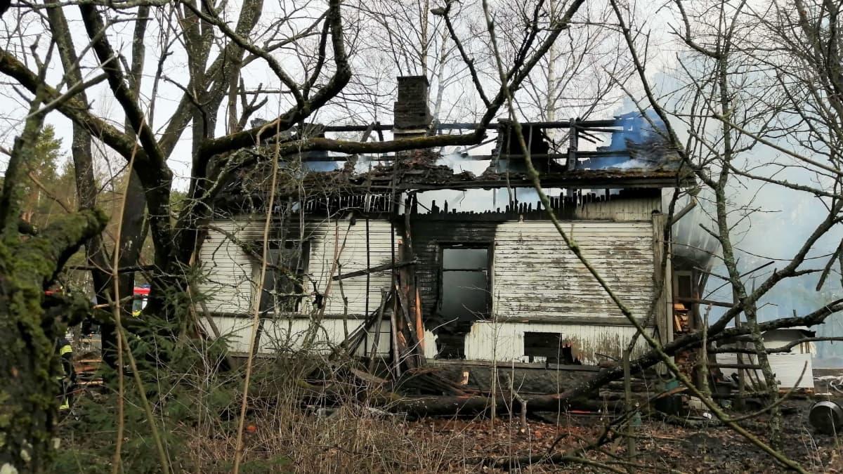Omakotitalon tulipalo Vehmaalla