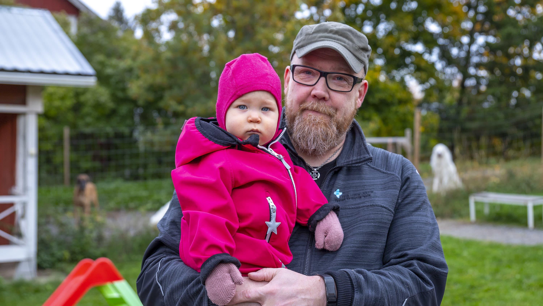 Pekka ja Wenla Andrejeff kotipihallaan