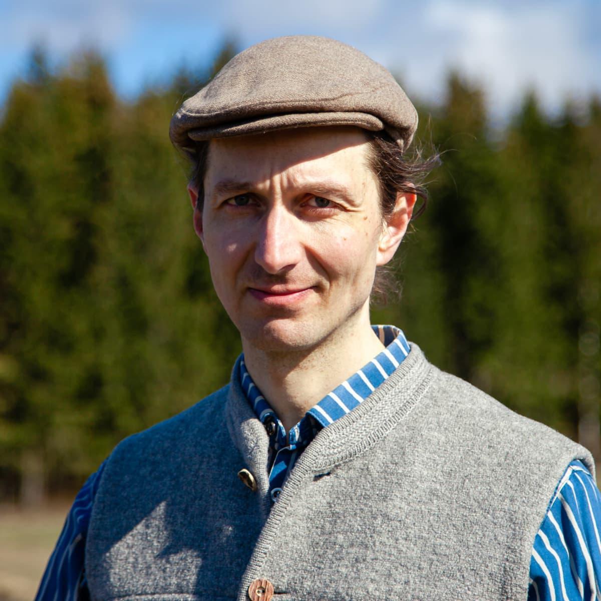 Luomuviljelijä Juuso Joona.