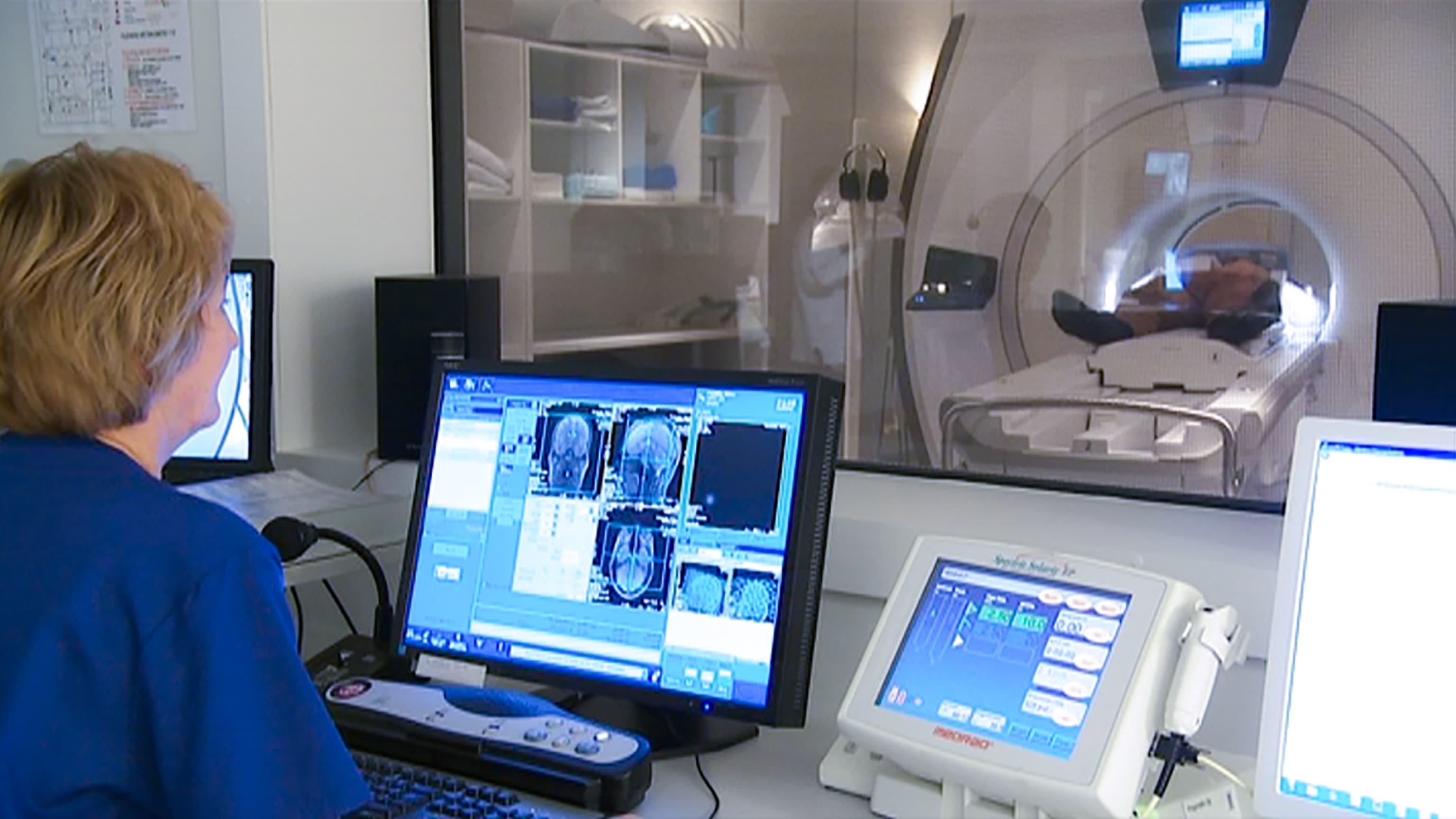 Magneettikuvauksen nopea yleistyminen on johtanut tarpeettomiin kuvauksiin  – OYS:ssa on tehty muutoksia magneettikuvauskäytäntöihin
