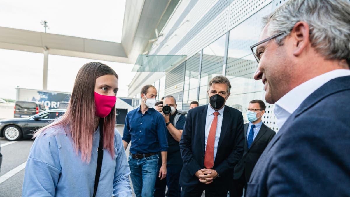 Valko-Venäjän sortoa paennut olympiajuoksija saapui turvallisesti Wieniin