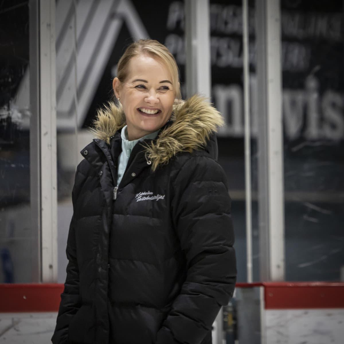 Ulla Papp hymyilee.