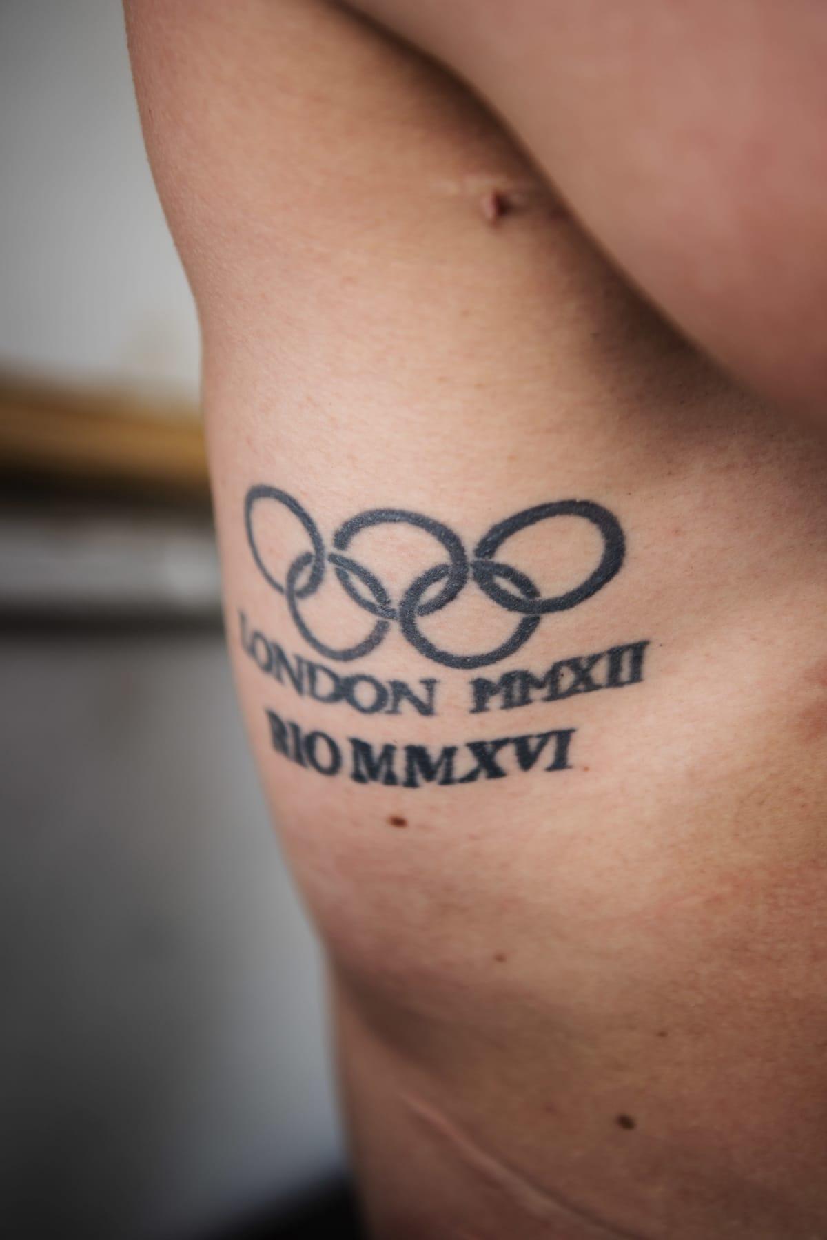 Mattilan kyljessä on tatuointi olympialaisista 2012 ja 2016.