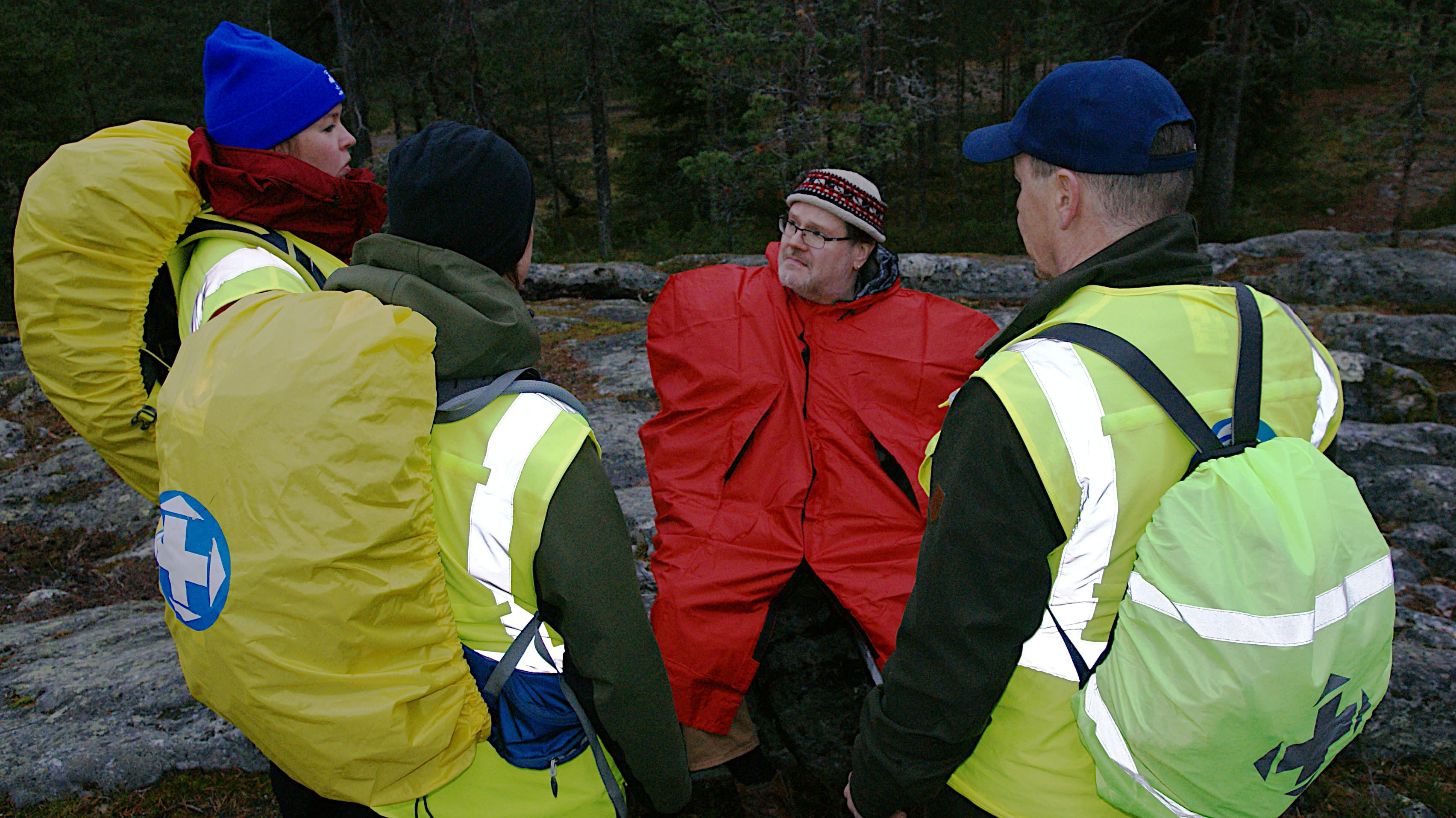 Vapaaehtoisten pelastajien työt ovat lisääntyneet - katso miten etsintä maastossa etenee