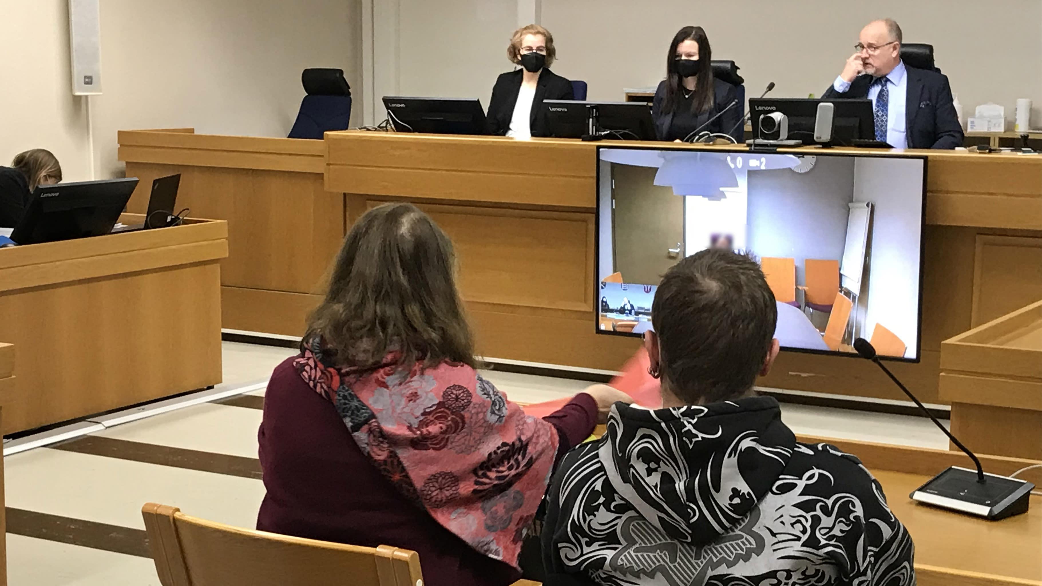 Koirasusijutun pääkäsittely Hämeenlinnassa Kanta-Hämeen käräjäoikeudessa