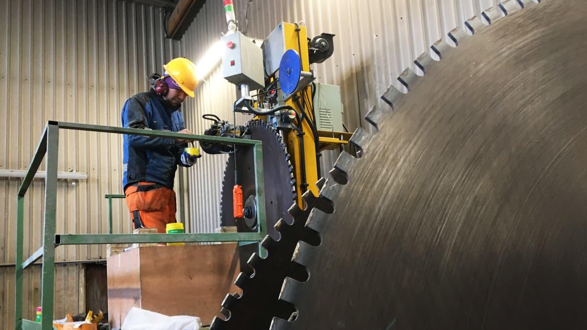 Kivensahauksessa käytettävänterän kunnostusta OK-Graniitilla Oulaisissa