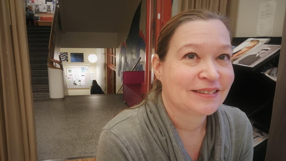 Apulaisrehtori Mari Tepponen pohtii matkan peruuntumista