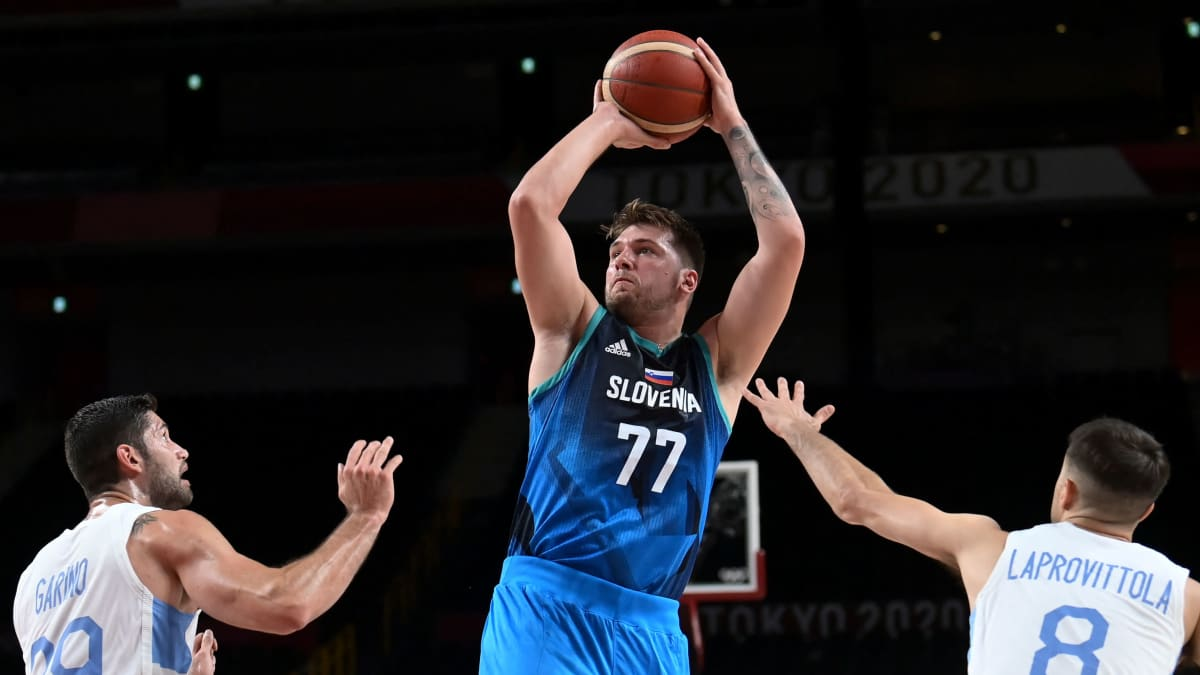 Slovenian Luka Doncic kuritti Argentiinaa olympiadebyytissään.