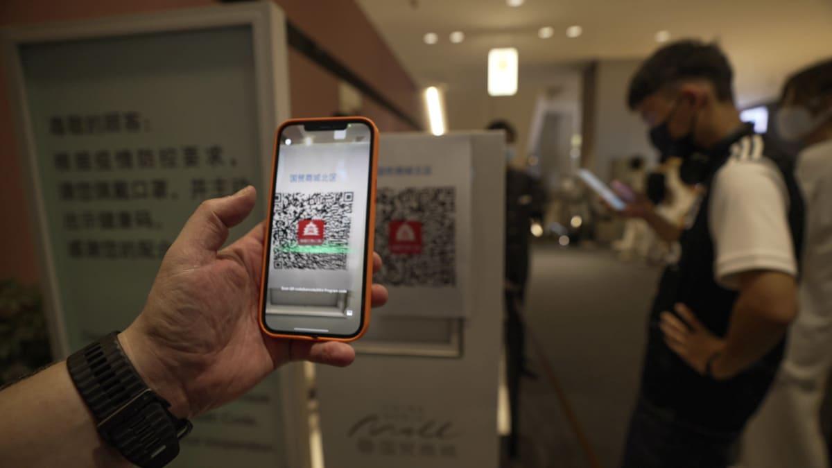 Koronapassi käytössä Kiinalaisessa ostoskeskuksessa.