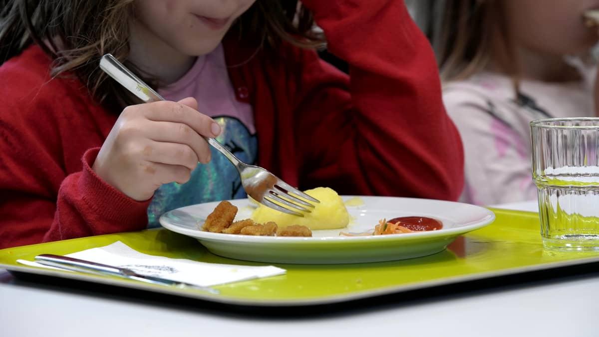 Minkälaista on terveellinen ruoka? Esikoululaiset Miisa Kortelainen ja Sulo Vesterinen kertovat