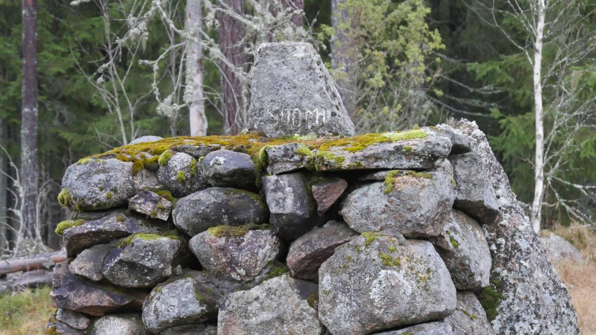 Kivipaasi Suomen ja Venäjän rajalla