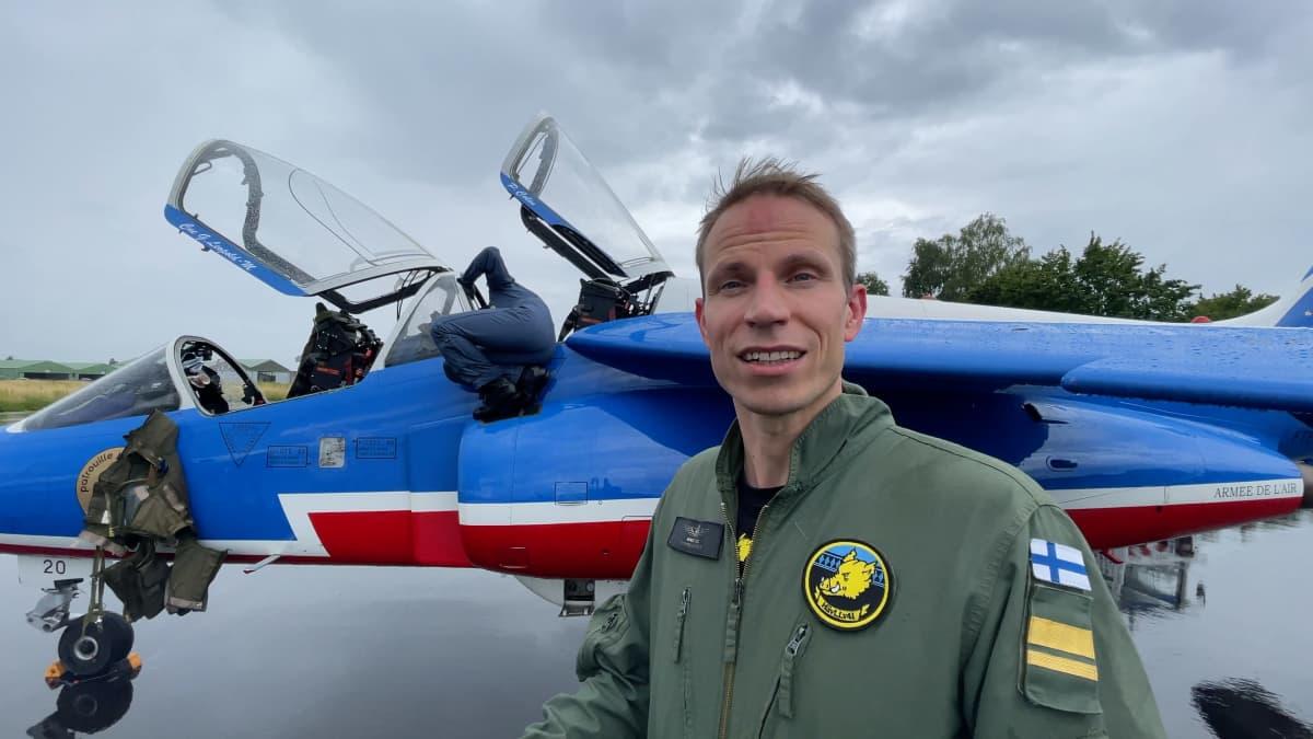 Lento Pariisin päällä Patrouille kanssa oli elämys Marc Fussille, joka on nähnyt paljon samankaltaista lentämistä Suomen Ilmavoimien Midnight Hawksien vetäjänäkin.